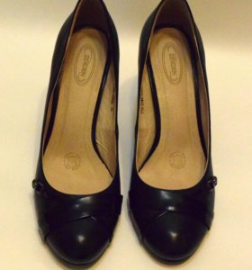 Чёрные кожаные туфли б/у (одевала один раз) 38 раз