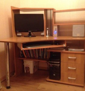 Стол, шкаф, кровать, комод