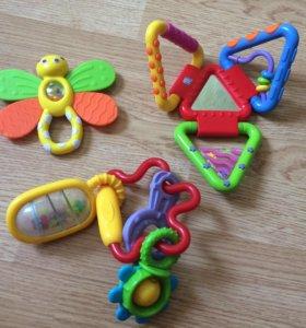 Игрушки, развивающие погремушки