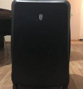 Продам чемодан.