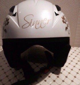 Шлем для катания на горных лыжах