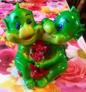 Копилка два динозаврика  с цветами и сердечками