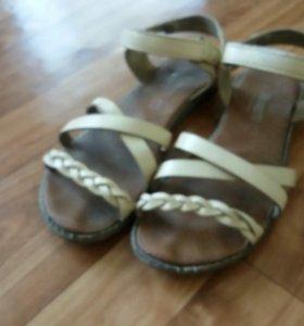 Кожаные сандалии 34 р-р
