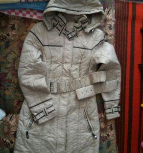 Продается осеннее пальто с капюшоном