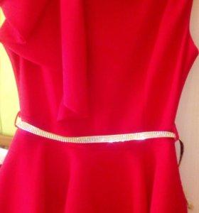 Шикарное платье в пол.