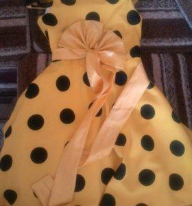 Яркое желтое детское платье