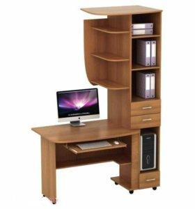 Стол компьютерный в комплекте с полками.