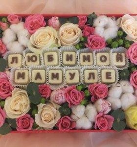 Коробочка с цветами и шоко надписью