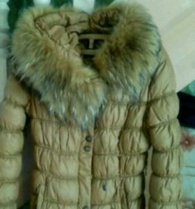 Тёплая куртка и пальто . На девочку 10-13 лет.