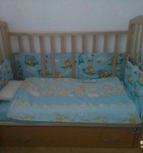 Продам детскую кроватку+ подарки.
