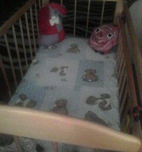 Детская кроватка с матрацом.