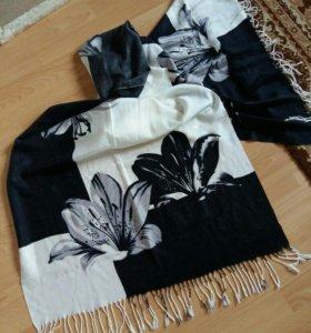 Палантин шарф платок черный белый с цветами кистям