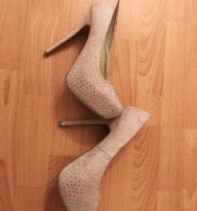Бежевые туфли 39р