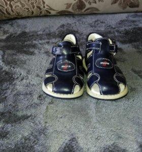 Ботиночки новые 18 размер