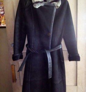 Дубленка 42/44 в отличном  сост  платье в подарок