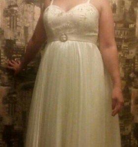 Свадебное платье и меховая накидка