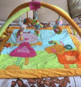 Развивающий коврик и игрушки.
