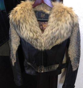 Куртка кожаная с мехом волка и енота