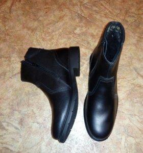 Ботинки зимние,туфли .
