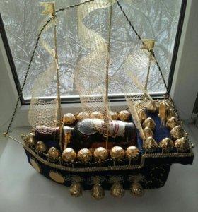Корабль из конфет (композиция с конфетами )