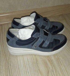 Кроссовки , туфли