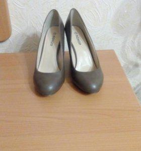 Туфли 37 размер.