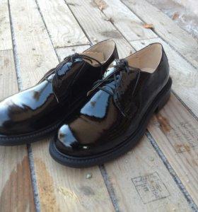 Ботинки мужские,лакированные.