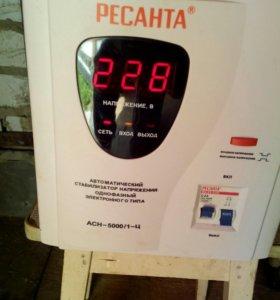 Бытовой стабилизатор напряжения 5 кВт.