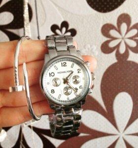 Модные часы.