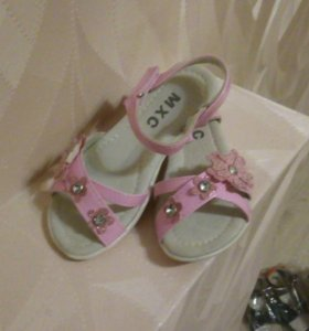 Детская обувь. Новая