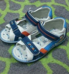 Детские сандалии новые