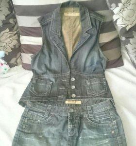 Джинсовый костюм юбка, желетка