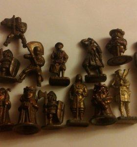 12 статуэток + 1 солдатик