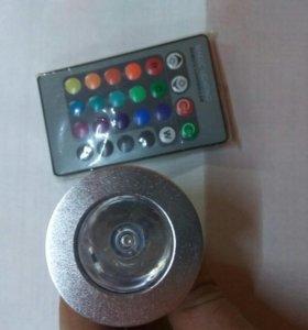 Светодиодная лампа разноцветная с пультом