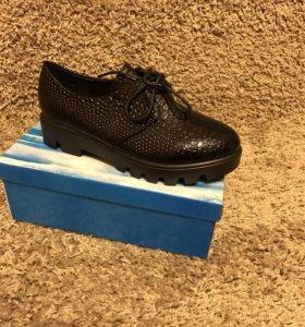 Женские туфли лак