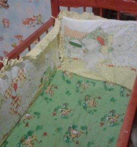 Детская кроватка с бортиками и матрасом