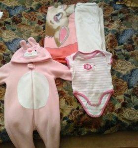 Детское боди,костюм,два одеяла.