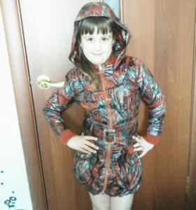 Плащ на худенькую девочку 6-7 лет