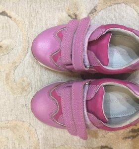 Ботинки,кроссовки на девочку