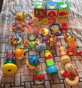 Игрушки для малыша до года