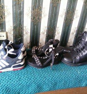 Продам женские кроссовки,босоножки,ботинки.
