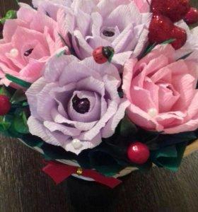 """Корзина с цветами и с конфетами """" Сама нежность"""""""