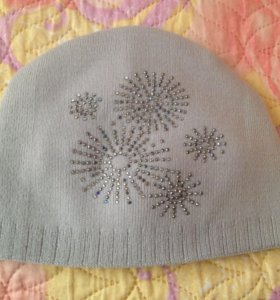 Весенняя шапка на девочку