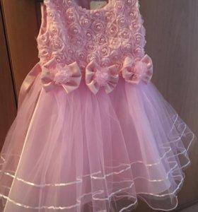 Нарядное новое платье на 3-5 лет