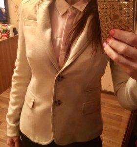 Бежевый пиджак XS-S