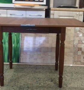 Стол кухонный + 2 табуретки.