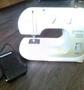 Продаю швейную машинку Janome 2039