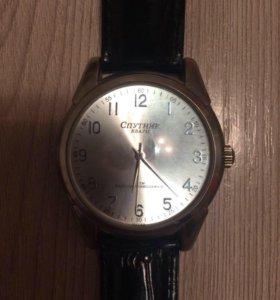 Продам часы спутник