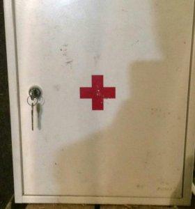 Шкафчик аптечка.