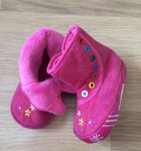 Обувь малышке: сандали туфли сланцы кеды сапожки